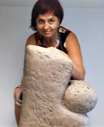 Моника Попова